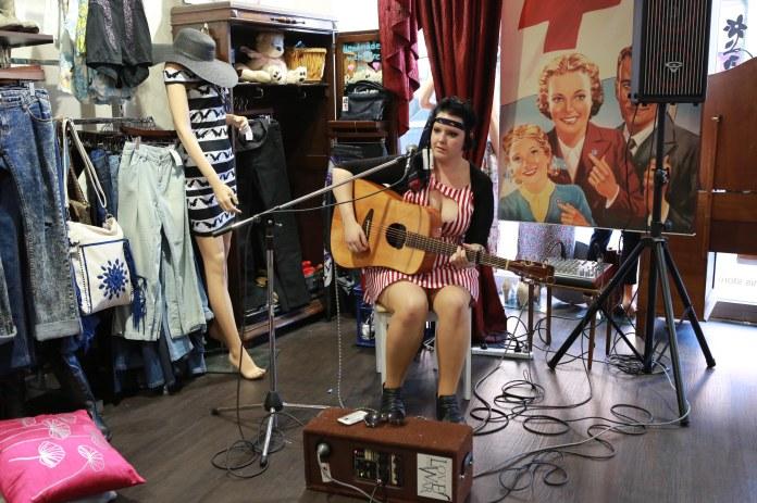Tammy_de_fox_vintage_newtown_sydney_2012-26